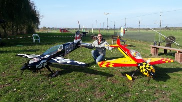 Links Laser, rechts Yak-55
